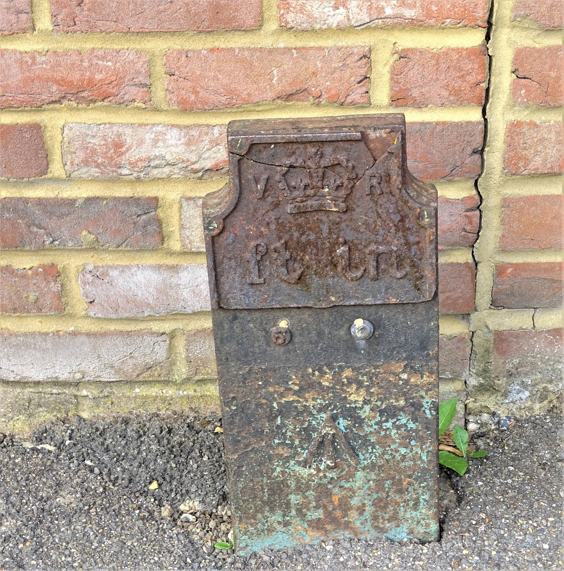 Telegraph cable marker post at 238 Hempstead Road, Watford by Stephen Danzig