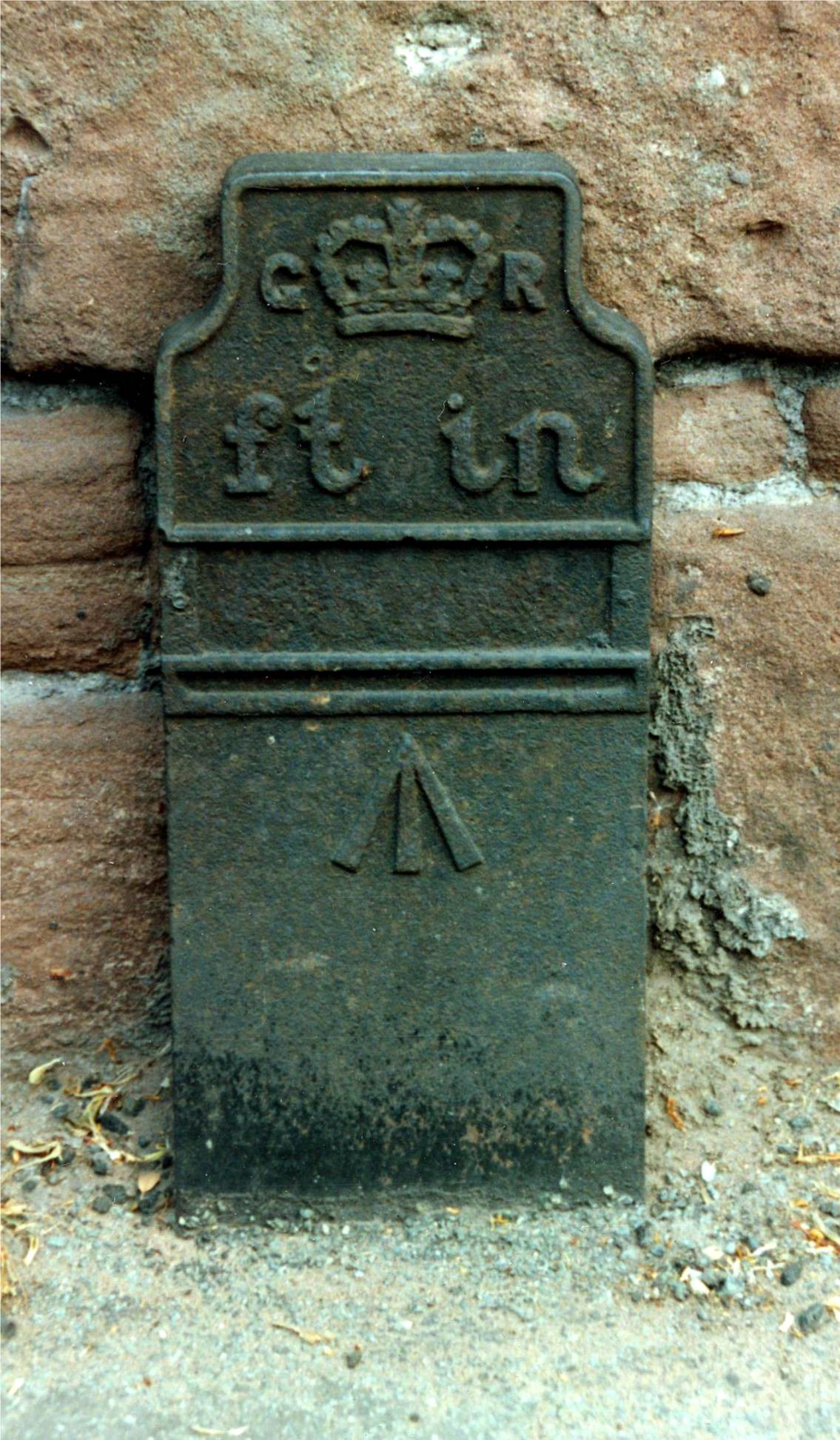 Telegraph cable marker post at Parkgate Road / Buggen Lane, Neston, Cheshire by John H Hutchinson